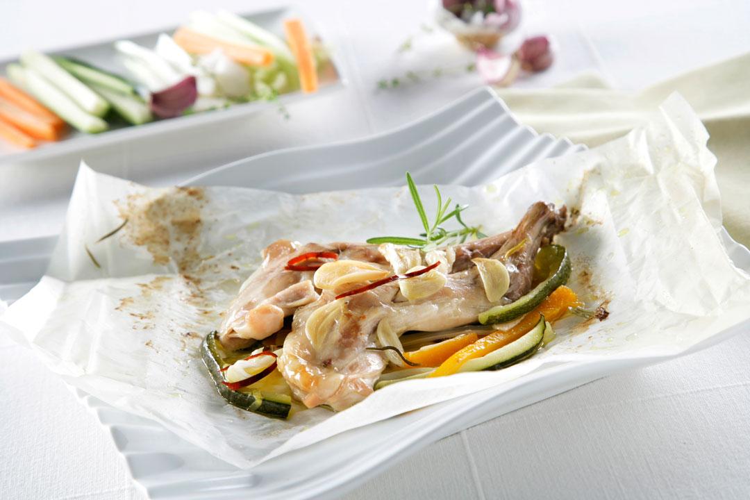 Paletillas de conejo en papillote con verduras