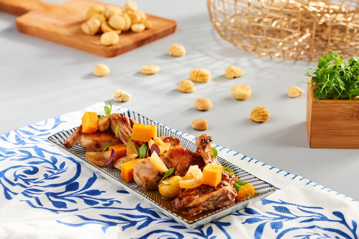 Conejo en escabeche frio con cebollitas, boniatos y castañas